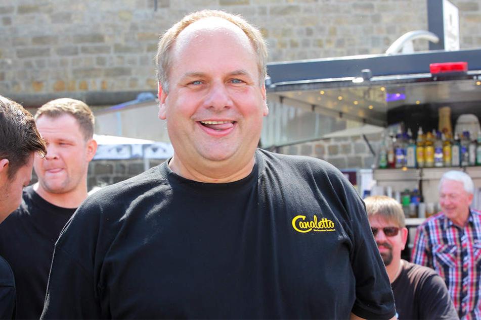 Rundes Gesicht, deutlich erkennbares Doppelkinn. OB Dirk Hilbert vor wenigen Wochen beim Dresdner Stadtfest.