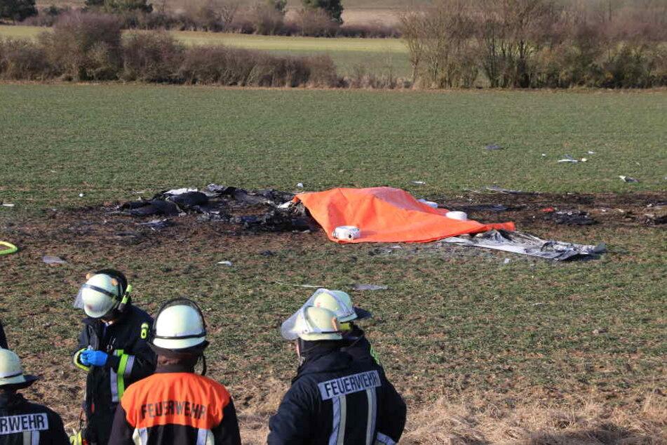 Nach dem Aufprall der Maschine, fing diese umgehend Feuer. Der Pilot konnte sich nicht mehr retten.