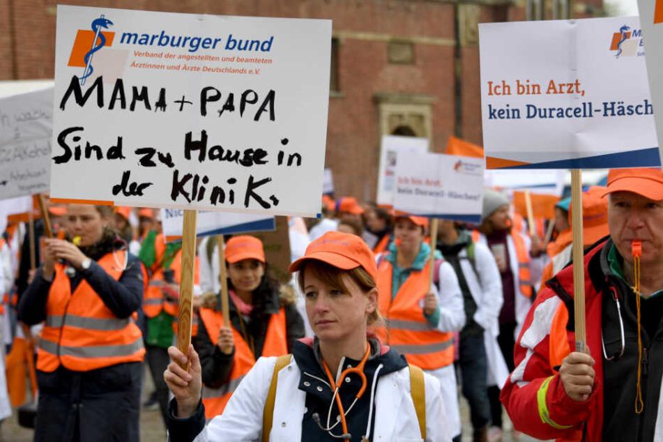 """Am Montag rief der Ärztebund """"Marburger Bund"""" bereits in Schleswig-Holstein zum Streik auf, wie hier in Kiel."""