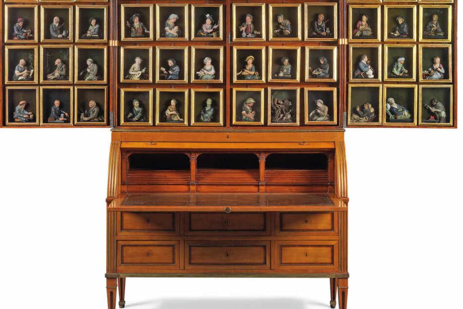 Wird am Donnerstag bei Christie's in London versteigert: Ein neoklassizistischer Sekretär mit 48 Wachsreliefs des Kölner Wachsbossierers Kaspar Bernhard Hardy aus dem Jahr 1795.