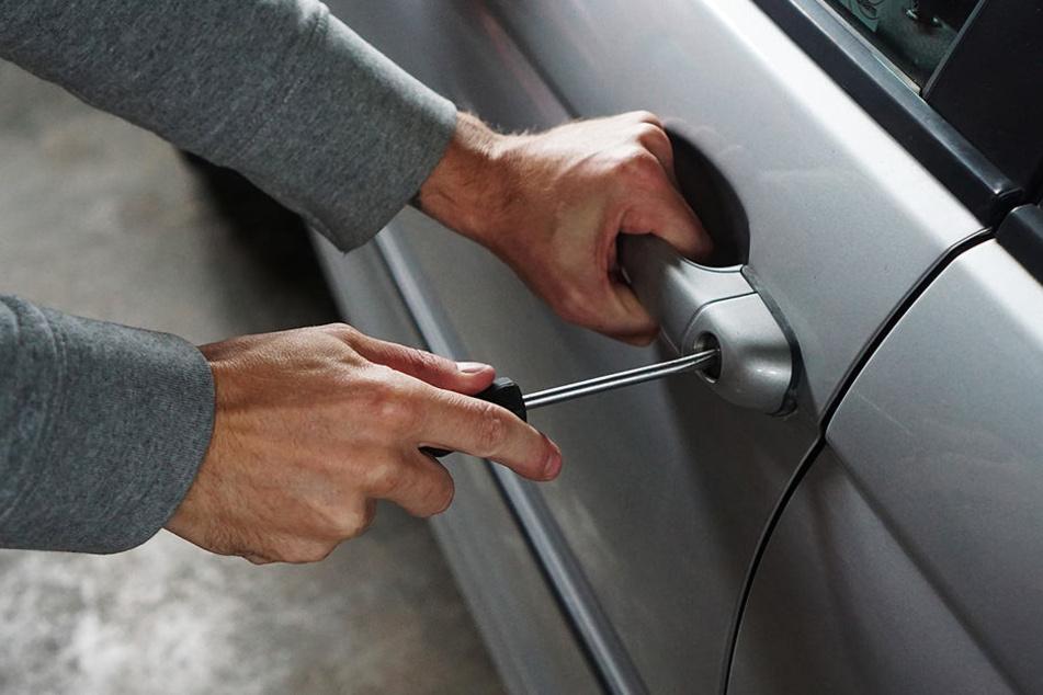 Insgesamt acht Autos wurden am Wochenende in Paderborn gewaltsam geöffnet.