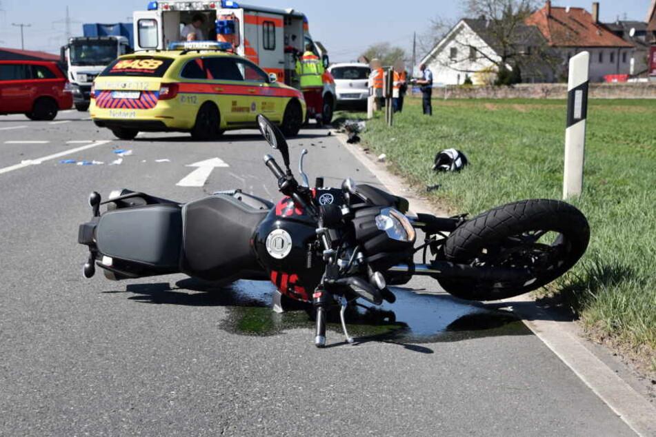 In Sandhausen wurde eine Motorradfahrerin übersehen und von einem Auto erfasst.