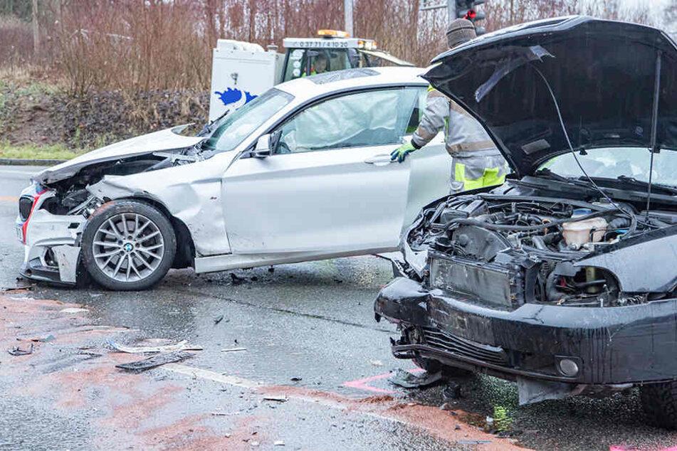Schwerer Kreuzungscrash im Erzgebirge: Vier Verletzte
