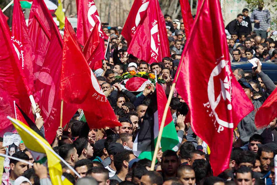 Die PFLP bei er Versammlung zu Ehren von Mutaz Washaha.