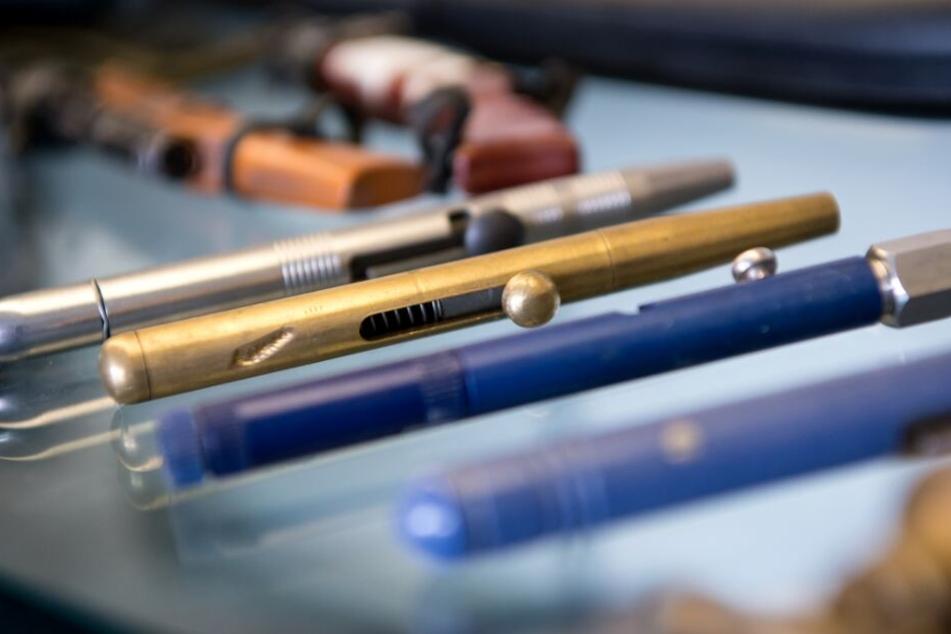 Streit eskaliert: 63-Jähriger attackiert Mann mit Schieß-Kugelschreiber