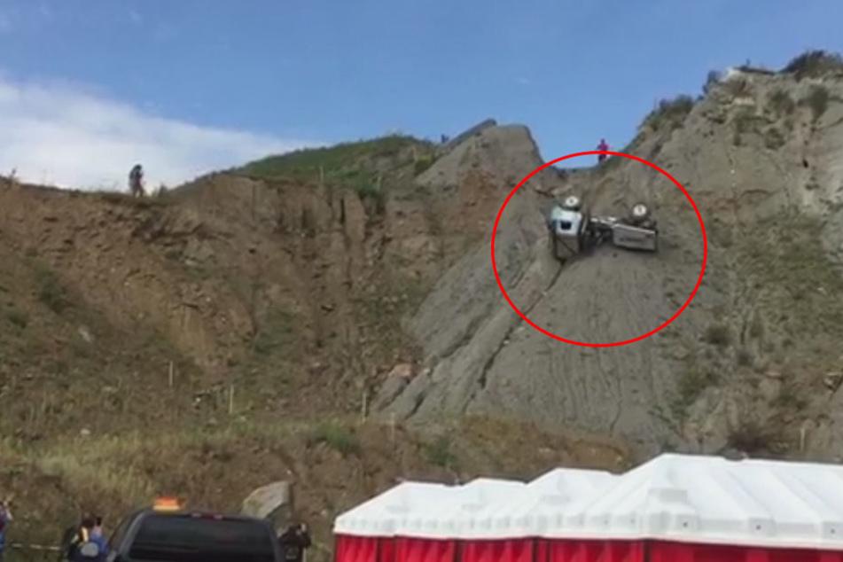 Unglück bei Truck-Meisterschaft: Lkw rutscht von Hang und überschlägt sich