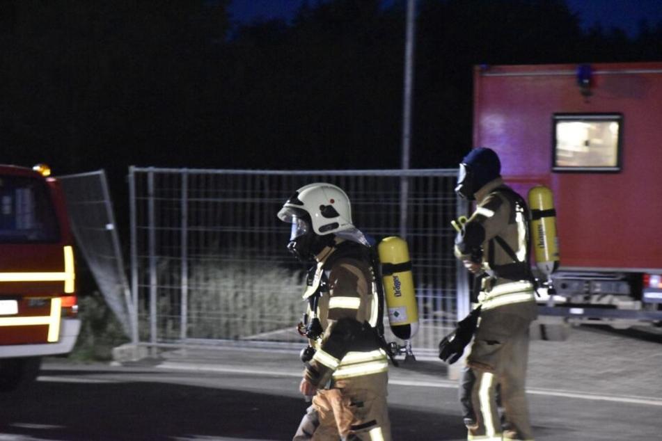 Die Feuerwehrleute waren über Stunden mit dem Löschen beschäftigt.