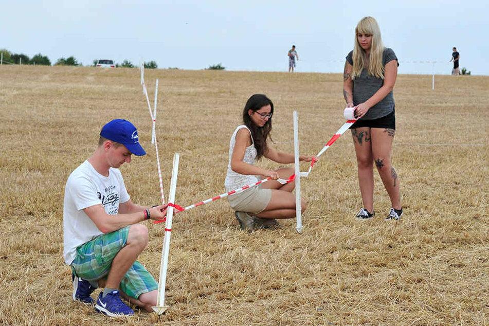 Der zu erwartende Ansturm an Besuchern samt Autos soll auf Feldflächen  gelenkt werden. Am Freitag wurden diese abgesteckt.