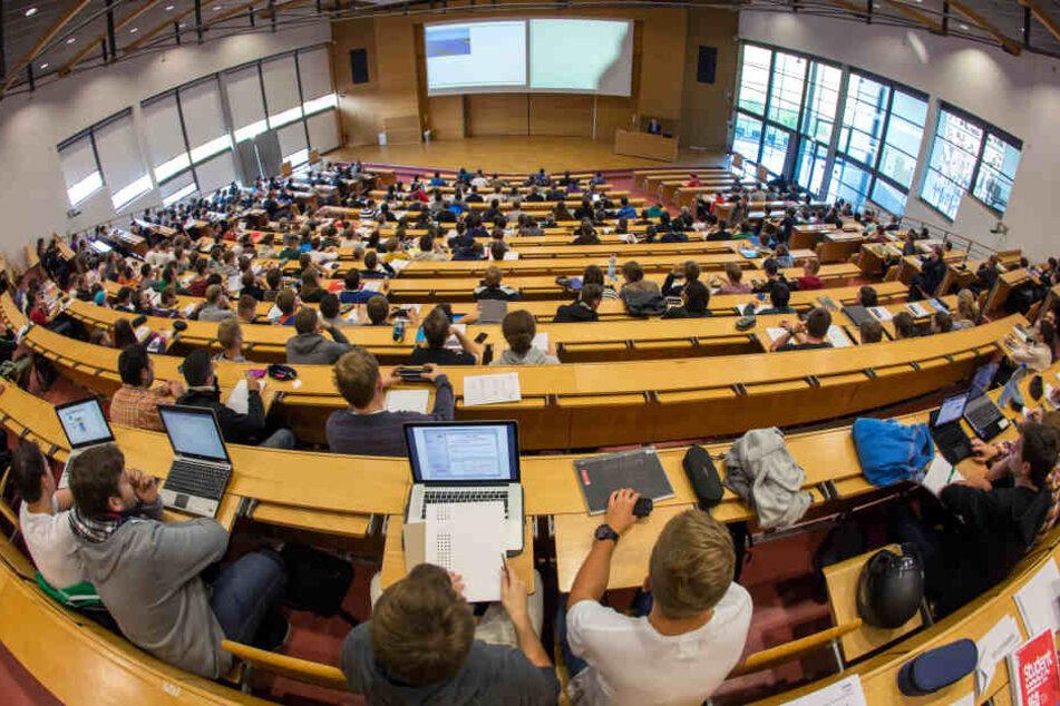 Mitten in der Prüfung krank? 37 Studenten verlassen Hörsaal