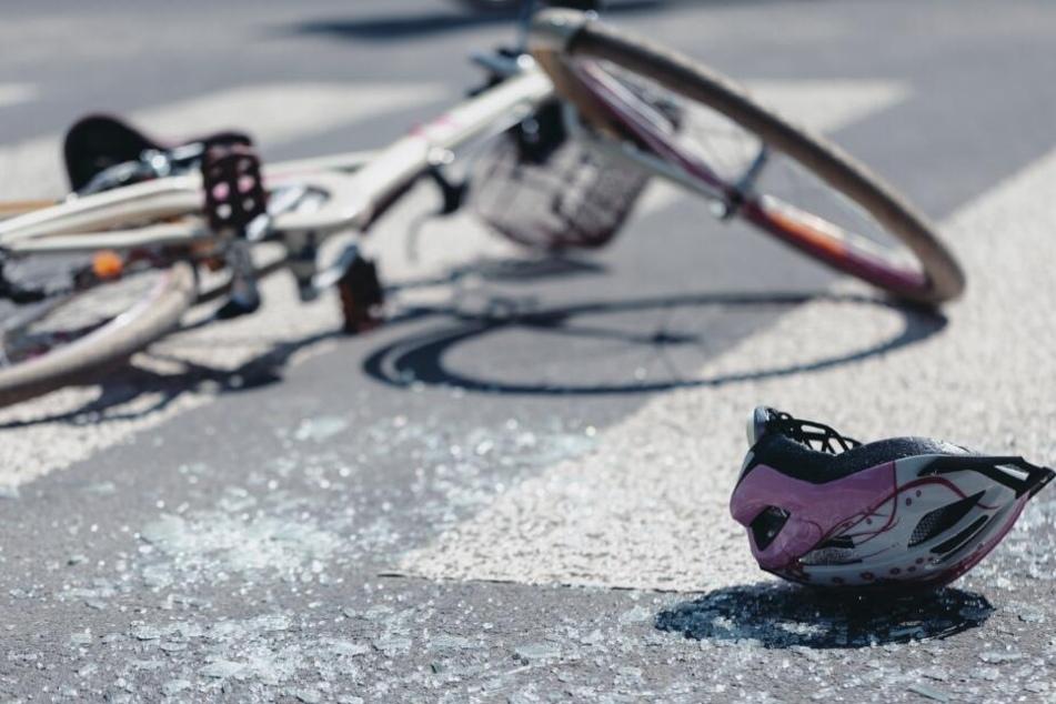Die Radfahrerin überlebte den Crash mit den Auto nicht. (Symbolbild)