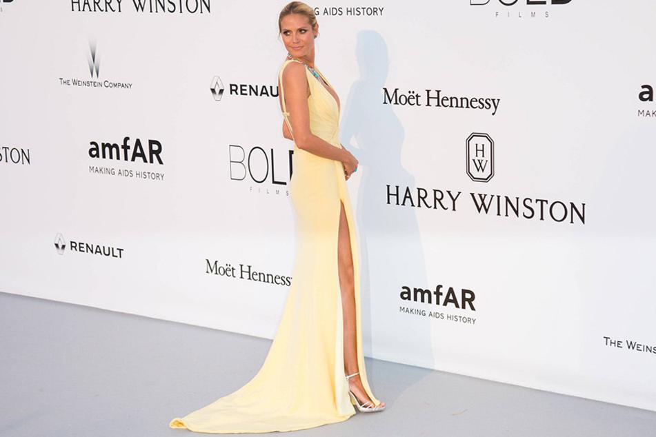 Ungewöhnliche Outfits gehören für Heidi Klum ja zum guten Ton. Doch dass sie die Hosen ganz herunterlässt, ist eher ungewöhnlich.