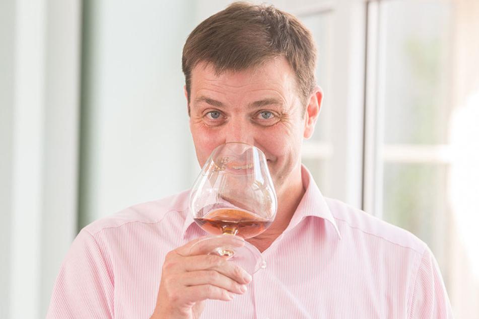 Lutz Schürer (50), Geschäftsführer der Wilthener Weinbrennerei, hat den edlen Tropfen natürlich schon probiert.