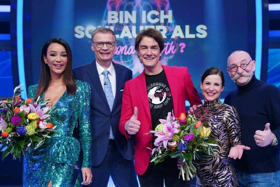 """Die Beteiligten am Schlauheitstest von RTL (v.l): Verona Pooth, Moderator Günther Jauch, Sieger Matze Knop, Sabrina """"Mocki"""" Mockenhaupt und Horst Lichter"""
