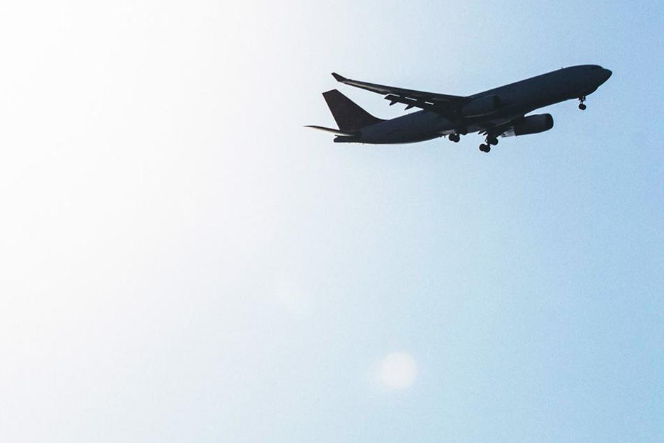 Die Maschine war am Mittwoch auf dem Weg vom Süden des Landes in die ehemalige Hauptstadt Rangun. (Symbolbild)