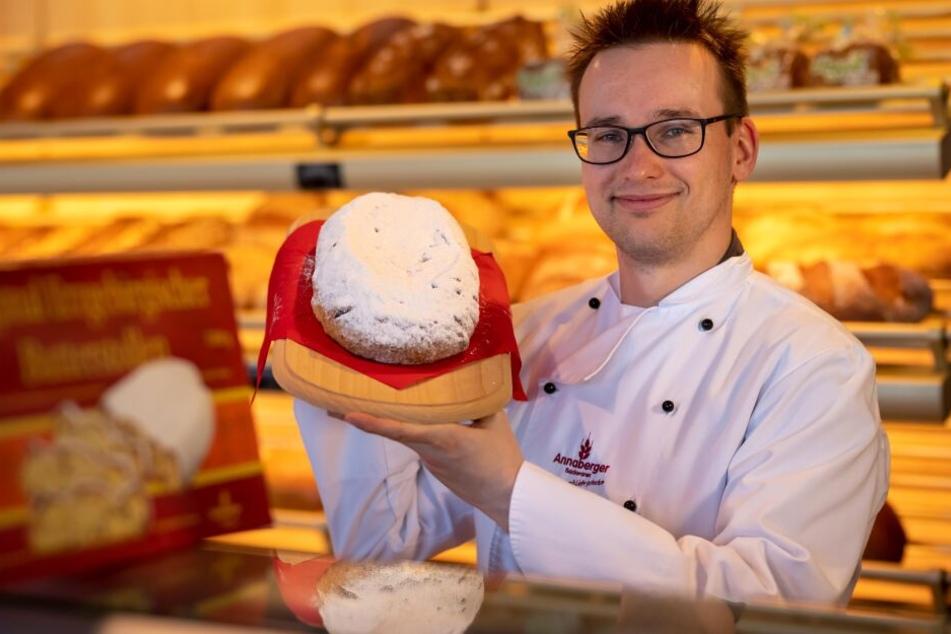 Diesen Weihnachtsstollen möchte Martin Hübner (33) den Chinesen schmackhaft machen.