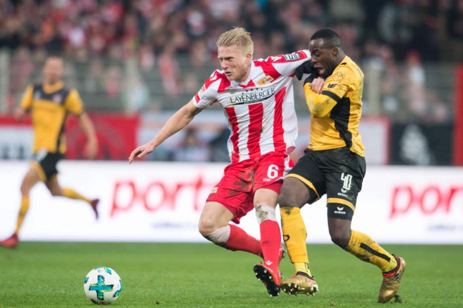 Kristian Pedersen (l., gegen Dresdens Erich Berko) ist Stammspieler bei Union Berlin.