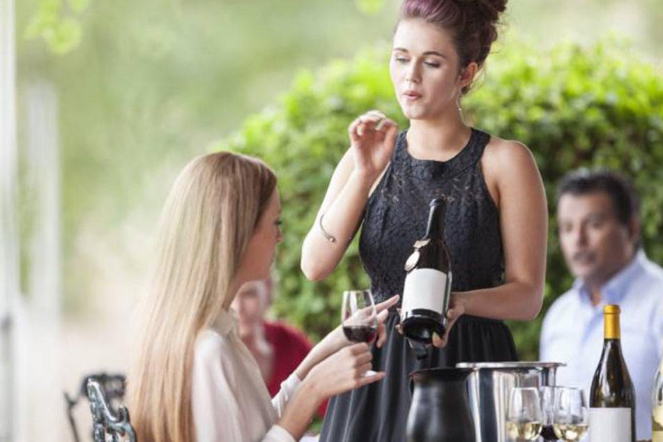 Sich große Mühe geben und dann noch der Puffer zwischen Gast und Küche zu sein: Kellner haben es nicht leicht.