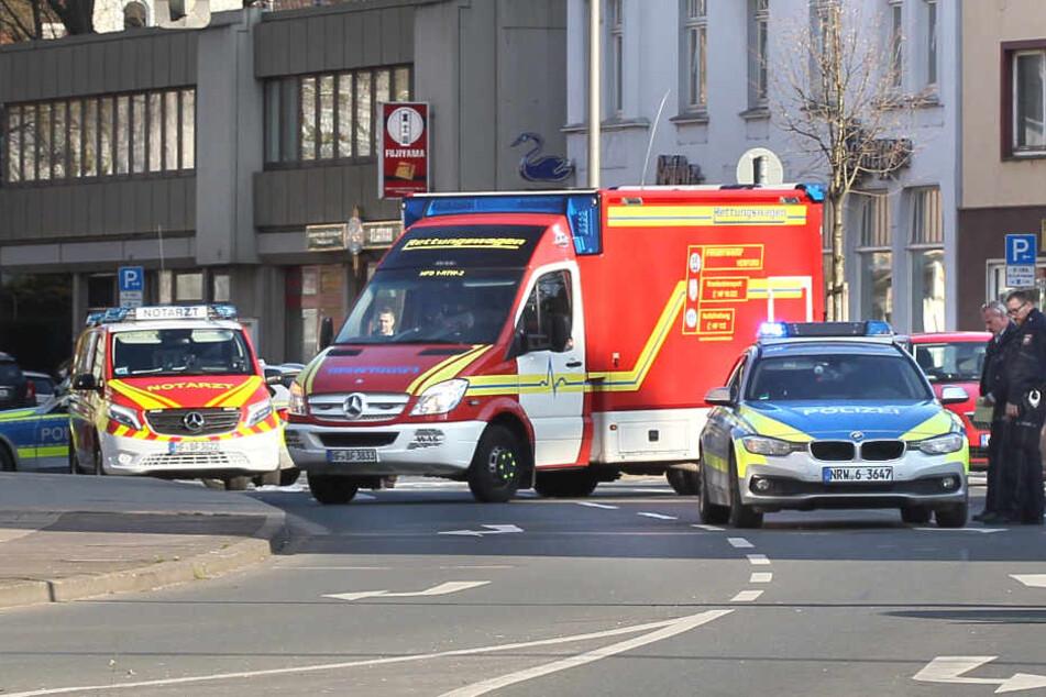 Die Polizei sperrte die Straße und ermittelte vor Ort.
