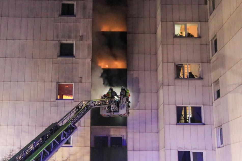 54 Personen mussten aus dem Gebäude evakuiert werden. Fünf davon über eine Drehleiter.