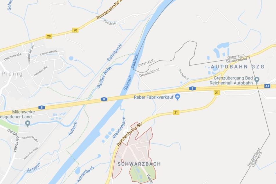 Die Polizei kontrollierte den Reisebus auf der A8 bei Schwarzbach.