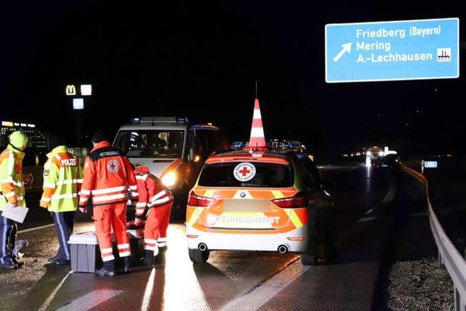 Eine Fußgängerin auf der Autobahn wurde von mehreren Autos erfasst und überrollt.