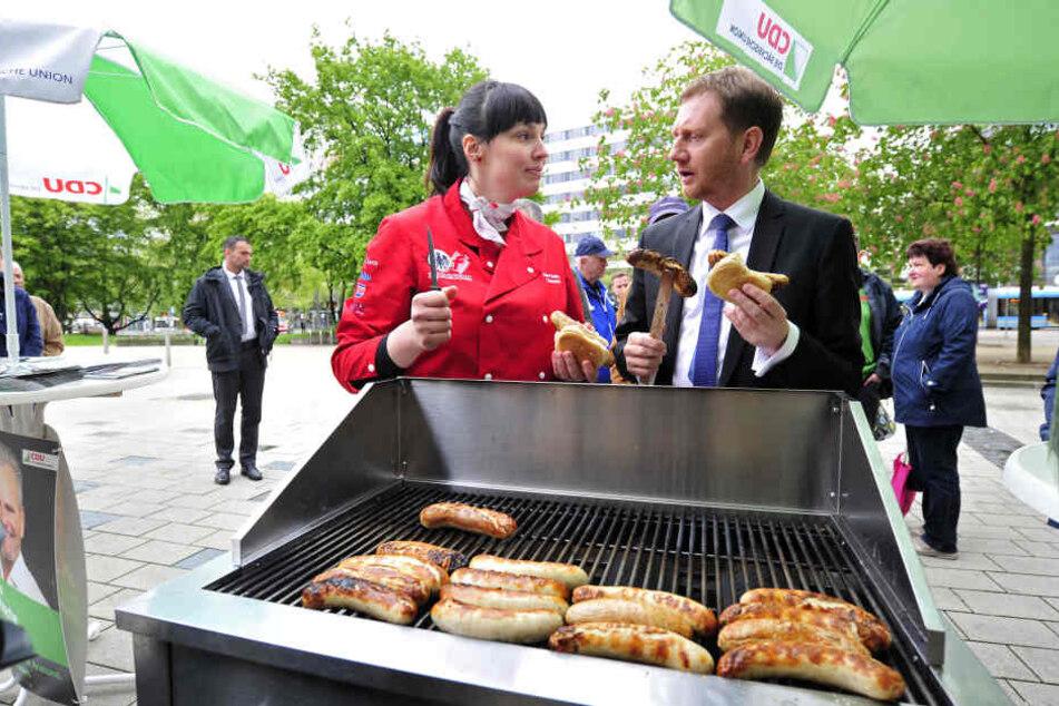 Hauptberuflich ist Nora Seitz (35, hier mit MP Michael Kretschmer) Mitinhaberin der Fleischerei Thiele in Chemnitz.