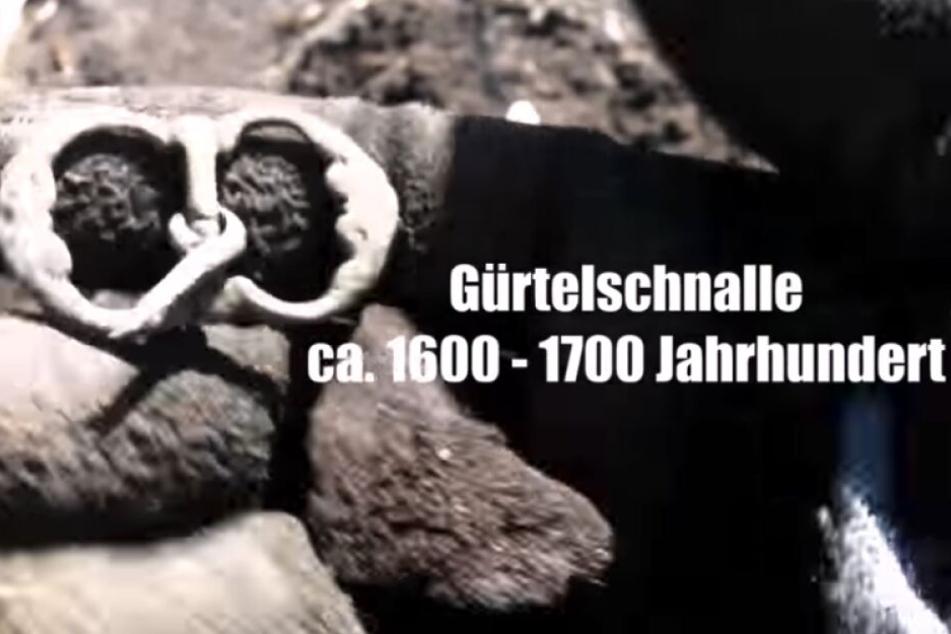 Eine vermutlich 300 Jahre alte Gürtelschnalle.
