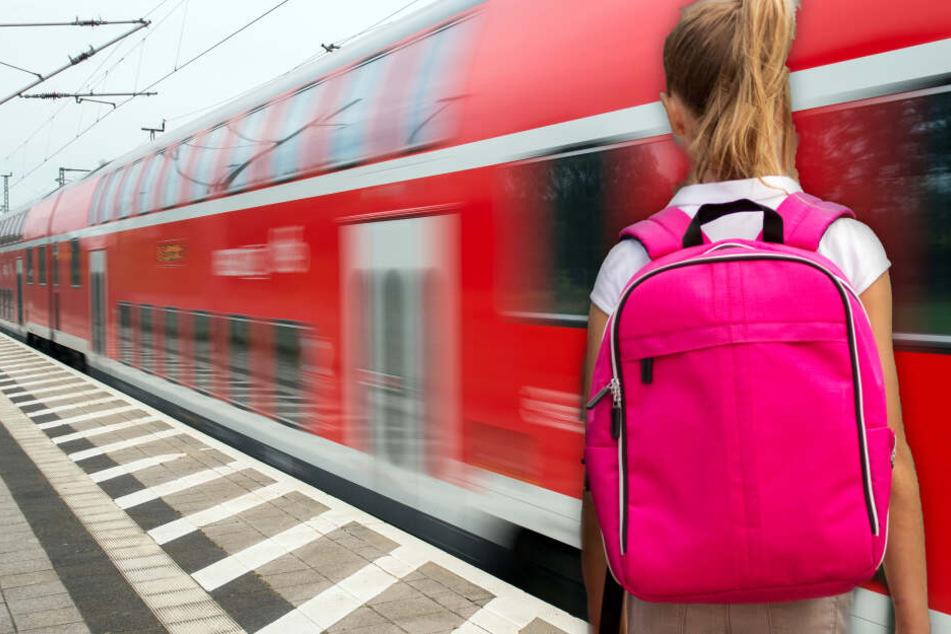 Mädchen (11) vergisst Trinkflasche im Zug, kurz darauf wird ihrer Mutter Angst und Bange