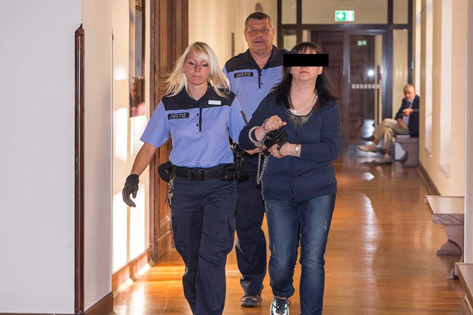 Entessar A. (39) soll ihre Tochter laut Anklage angestiftet haben, das spätere Mordopfer nach Leipzig zu locken. Die Staatsanwaltschaft wirft ihr Mord vor.