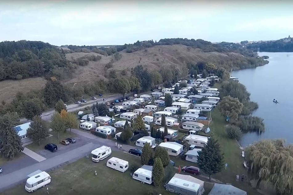 Der Campingplatz am Süßen See: Private Bootsstege müssen an dieser Stelle abgebaut werden.