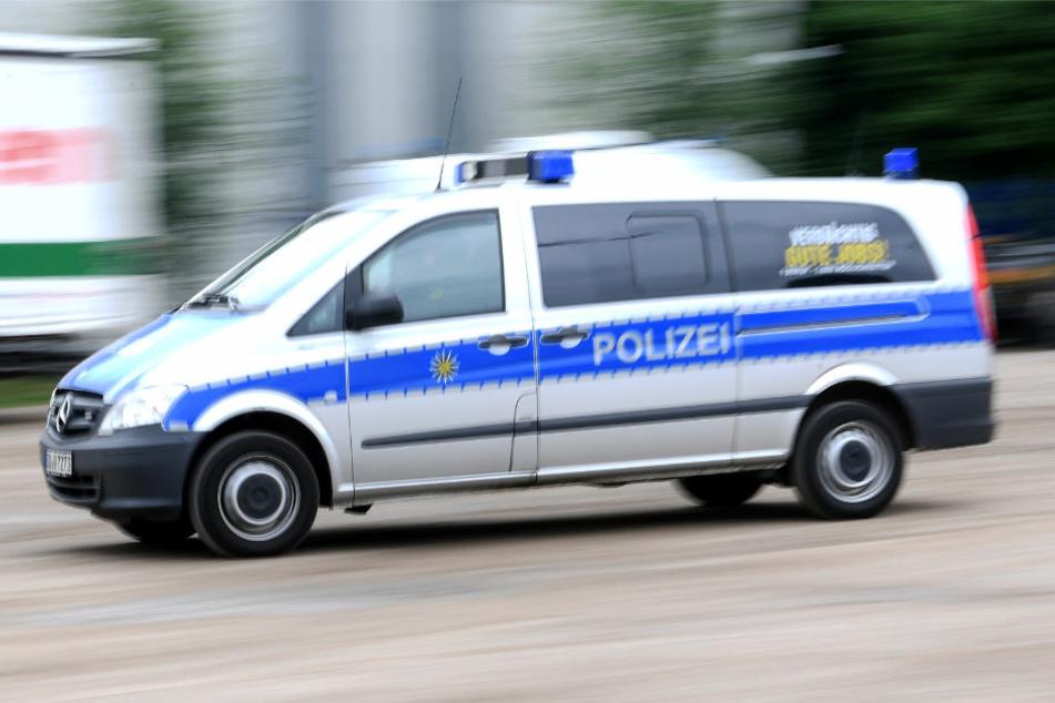 Die Polizei fahndet nach dem Überfall nach den beiden Männern (Symbolbild)