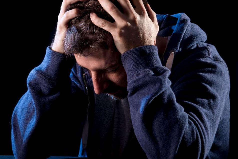 Psychisch-Kranker sticht auf Familie ein und rastet völlig aus