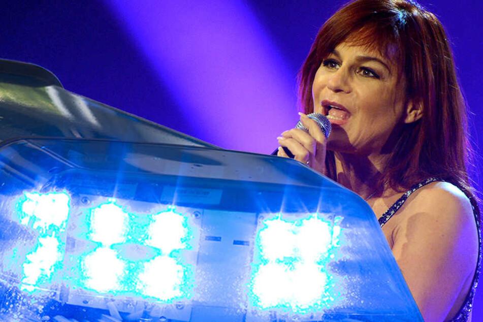 Zwei Frauen stritten sich auf einer Geburtstagsfeier über die Musik von Andrea Berg.