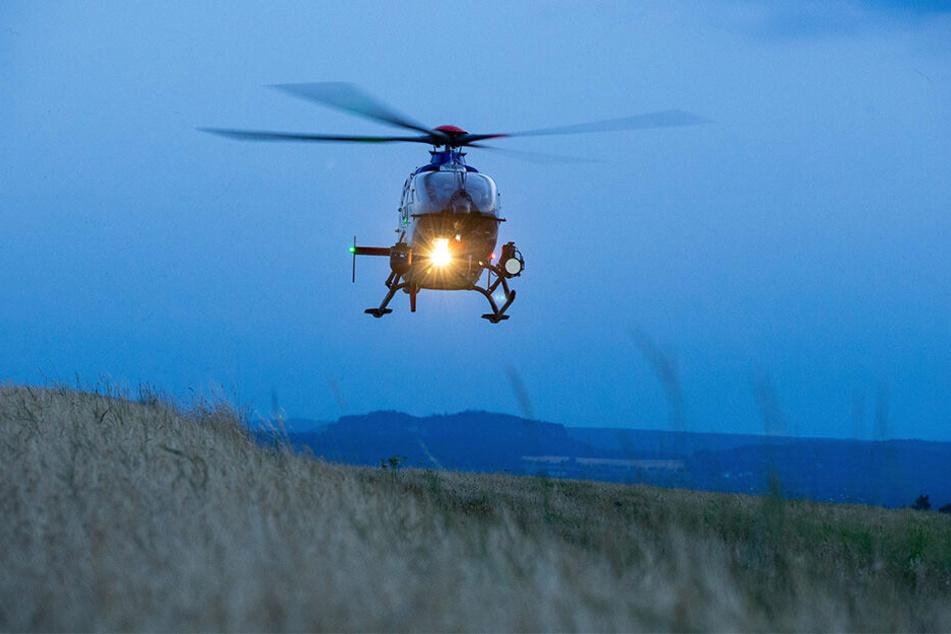 Ein Hubschrauber mit Wärmebildkamera spürte die nächtlichen Eindringlinge im Wald auf.
