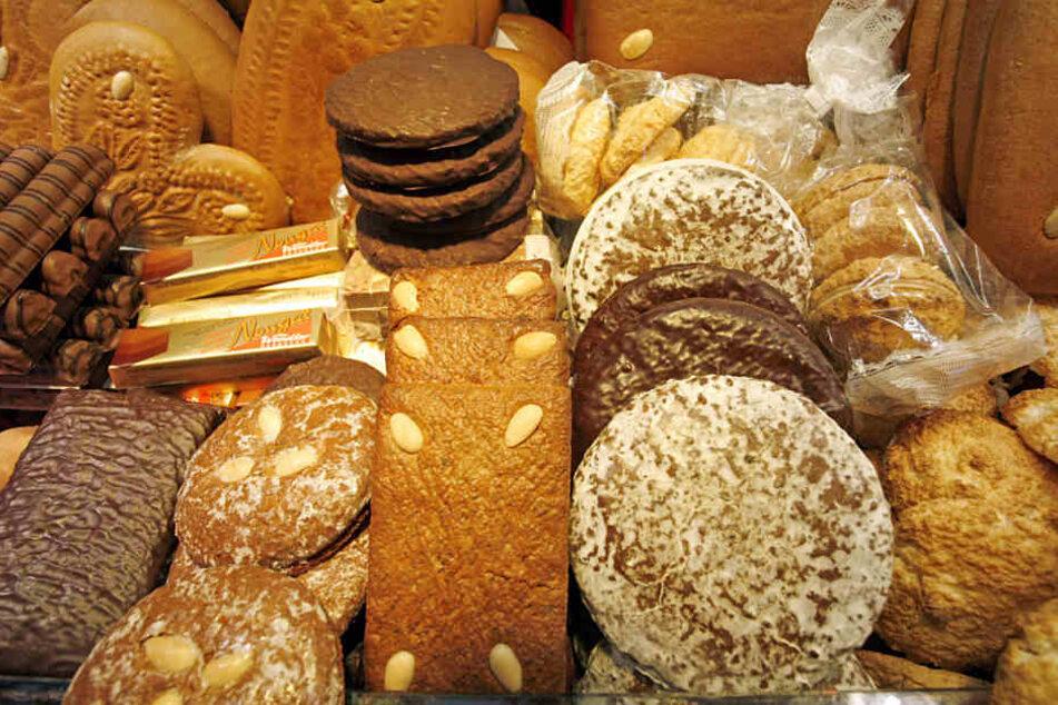 Schlemmen auf dem Heidelberger Weihnachtsmarkt: Auf einem Stand liegt eine Auswahl an Lebkuchen.