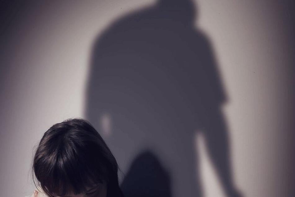 Bei den Übergriffen soll der Vater des Opfers betrunken gewesen sein (Symbolbild).