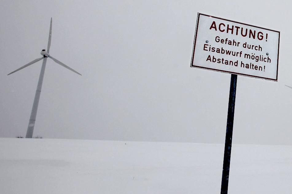 Windräder wirbeln größere Mengen Eis durch die Gegend (Symbolbild).