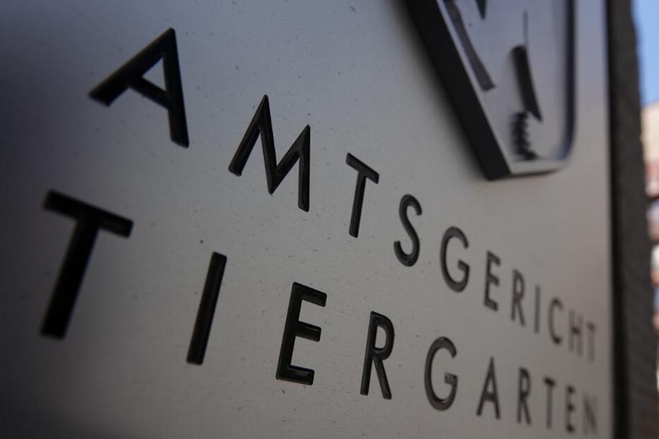 Der Eingang des Amtsgerichts Tiergarten mit Schriftzug des Gerichts und dem Berliner Wappen. (Archivbild)