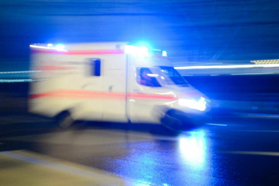 Die Frau wurde in ein Krankenhaus gebracht. (Symbolbild)