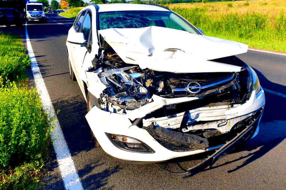 Heftiger Crash: Zwei Frauen und ein Kleinkind im Krankenhaus