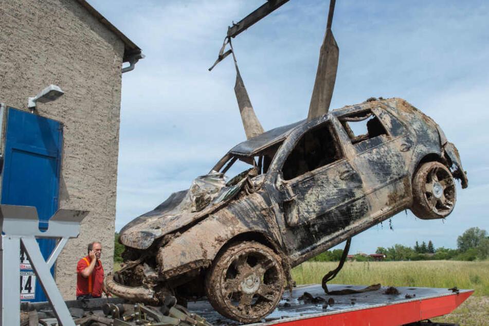 Unglaublich! Auto nach 7 Jahren aus See geborgen