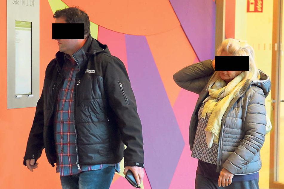 Bio-Rabiat: Uwe S. (43) und Carita K. (51) auf dem Weg zum Richter.
