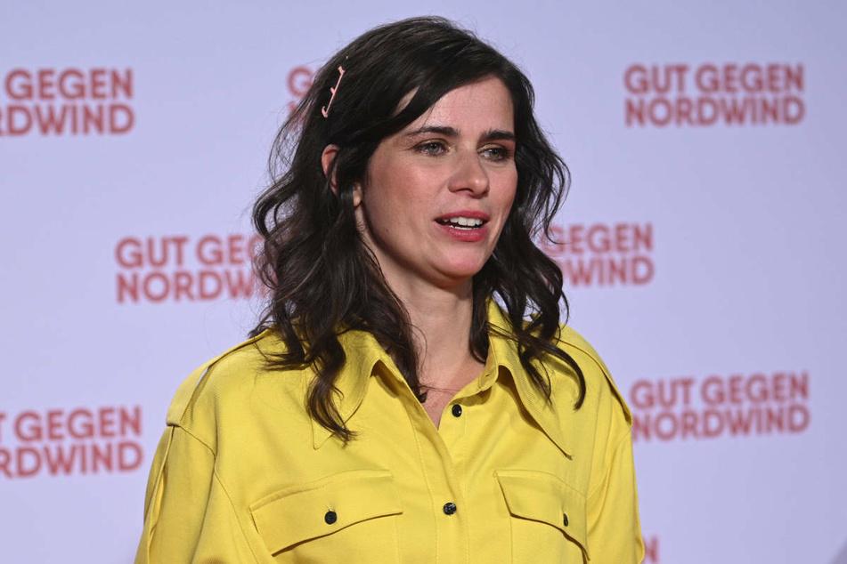 """Nora Tschirner (39) besucht 2019 die Premiere des Kinofilms """"Gut gegen Nordwind"""". Die Schauspielerin befürchtet keinen Karriereknick, nachdem sie ihre Depression öffentlich gemacht hat."""