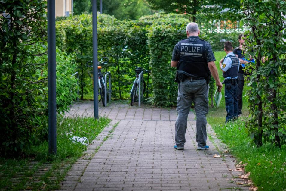 Die Polizei vor Ort in Stuttgart-Weilimdorf.