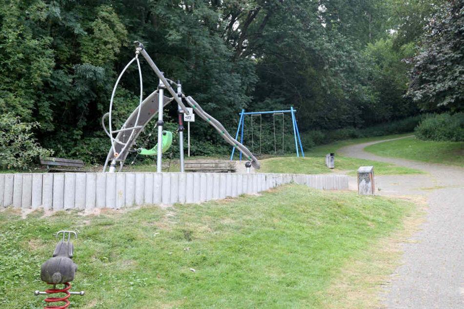 Nahe dieses Spielplatzes war es am Freitag (5. Juli) zu einem schweren Sexualverbrechen gekommen.