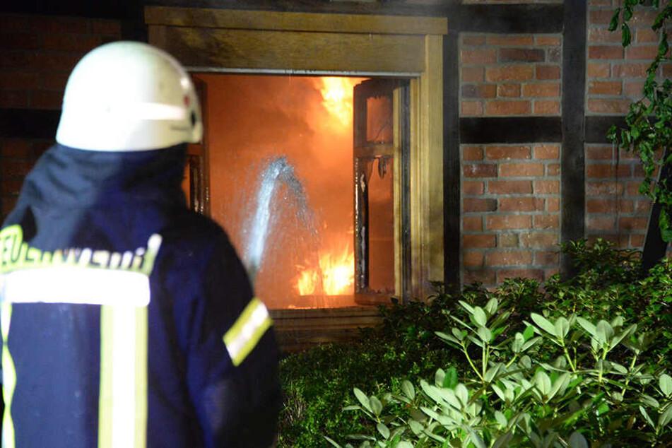Eindeutige Spuren weisen auf einen Einbruch hin, der vor dem Brand stattfand.