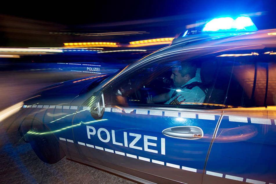 Die Polizei suchte nach dem Angriff am Tatort nach Hinweisen, die zum Ergreifen des Mannes führen könnten - bislang ohne Erfolg. (Symbolbild)