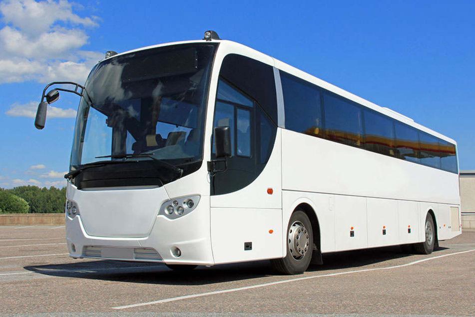 Anstelle des üblichen Flixbus stand ein weißer Reisebus an einer anderen Haltestelle zur Abfahrt nach Koblenz bereit. Die Kinder und ihr Vater bemerkten den Bus zu spät und wurden nicht mehr mitgenommen.