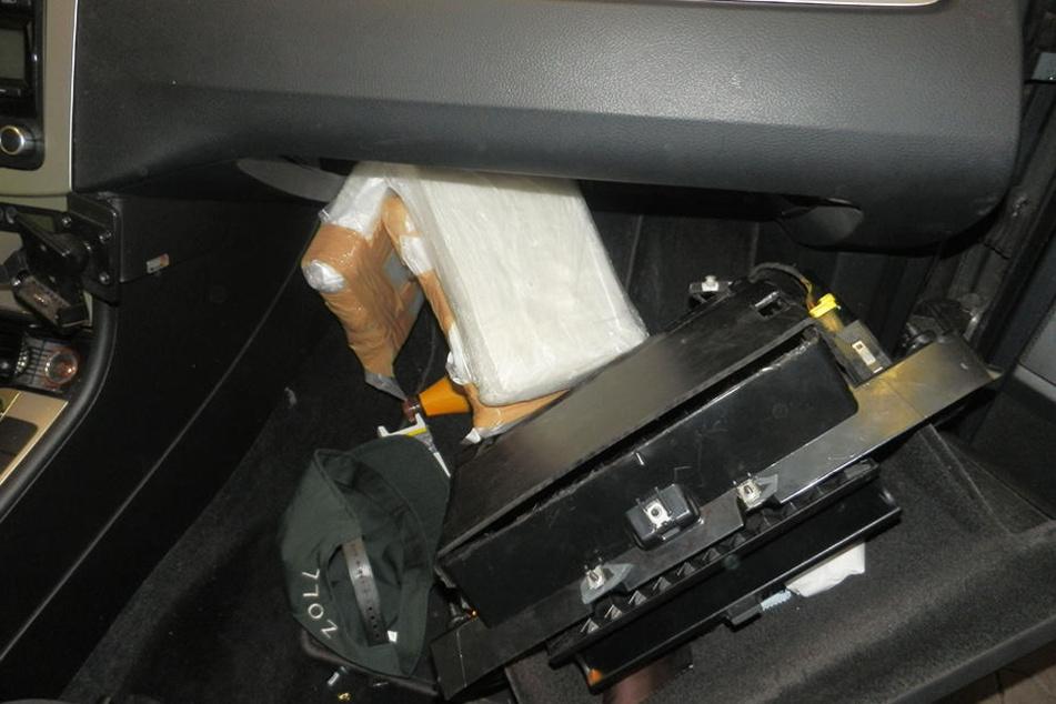 In einem Auto wurde im Handschuhfach rund drei Kilo Koks versteckt.