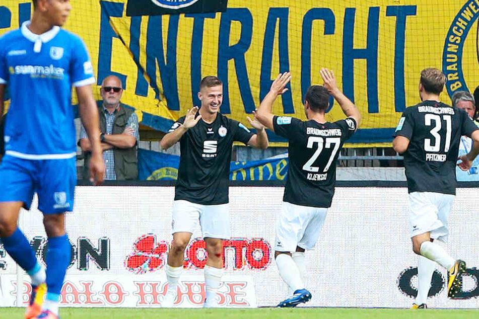 Braunschweigs Königstransfer Martin Kobylanski (Zweiter von links) hat keine Anlaufprobleme: In drei Spielen traf er vier Mal und bereitete zwei weitere Tore direkt vor.